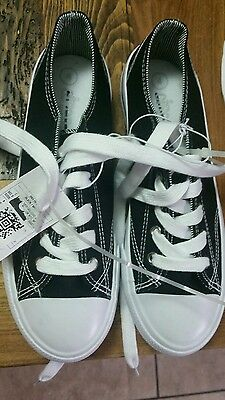 girls Boys size 4 circo black and white lace up sneakers Youth new Shoes Kids