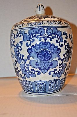 Antique Chinese Asian 19th Century Blue White Porcelain Covered Jar
