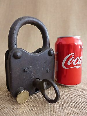 Antique Large '' Vaterland'' Padlock with one key, working order, heavy, 1.2kg