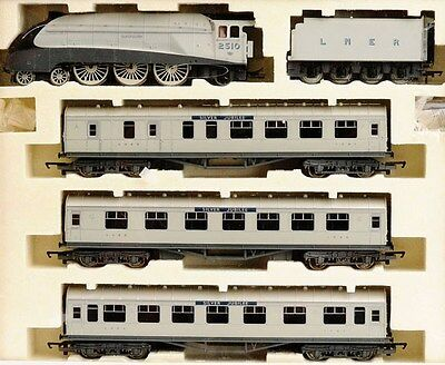 HORNBY R2445 LNER 'SILVER JUBILEE' TRAIN PACK Ltd Ed, Cert No.0001 of 2000