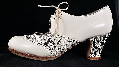Flamenco Shoes Professionals brand new beige leather snake sizes 38  39and 39.5