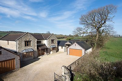 6 Bedroom Country House with Stables, attached annexe and 10 Acres