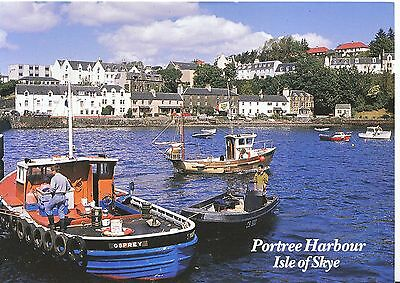 Scotland Postcard - Portree Harbour - Isle of Skye - Showing Houses    SM337