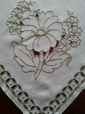 Vintage Off-white Cutwork Embroidered Linen Tablecloth & 4 Matching Napkins