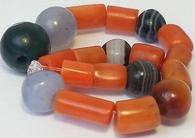 19 Ancient & Antique Beads (Agate, Blue Chalcedony, Serpentine, Natural Coral..)