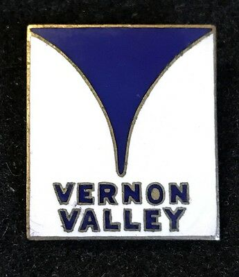 VERNON VALLEY aka GREAT GORGE Skiing Pin NEW JERSEY Lost Name Travel Souvenir