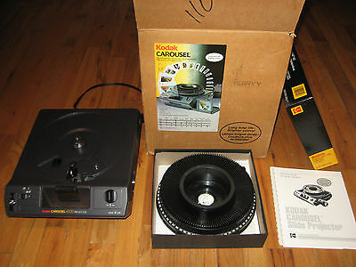 Absolute MINT CONDITION! ~ Kodak Carousel 4600 Slide Projector w/ Remote, Tray +