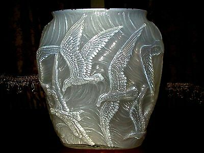 VTG Consolidated Glass Sabino Style Opalescent Birds in Flight Vase