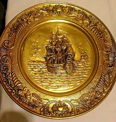 SET 2 BRASS Sailing Ship Captain WALL PLATES CHARGER TRAYS brit ENGLAND Maritime
