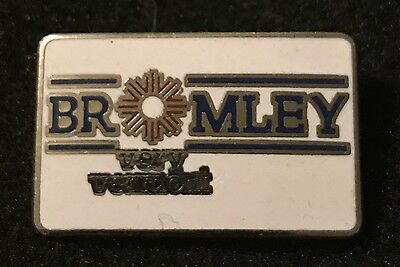 BROMLEY VERY VERMONT Vintage Skiing Ski Pin Travel Resort Souvenir Lapel