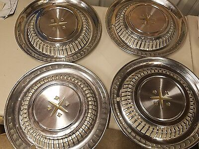 Vintage 15 Inch Hubcap Set of 4 part number 18284. Classic car.