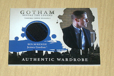 2017 Cryptozoic Gotham season 2 wardrobe costume Ben McKenzie JAMES GORDON M13