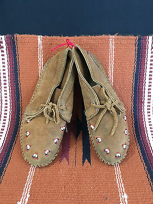 "Minnetonka VINTAGE Child's Leather soft sole beaded mocassins- 8.5"" long"