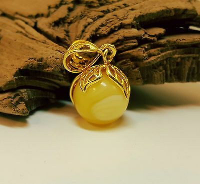 Pendant Baltic Amber Natural Stone Nr722 3,1g Butterscotch White Bead Vintage