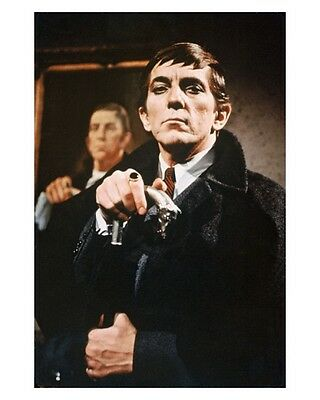 1960s DARK SHADOWS TV show Barnabas Collins with potrait magnet - new!
