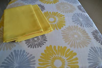 Sunshower Gold Tablecloth & Signature Napkin Set