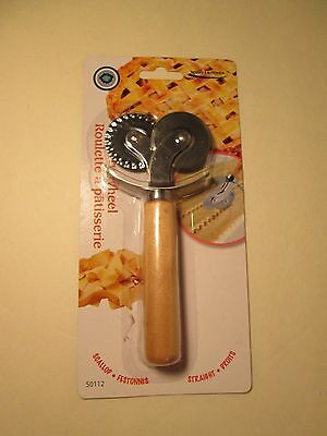 Pastry Wheel with wooden handle New