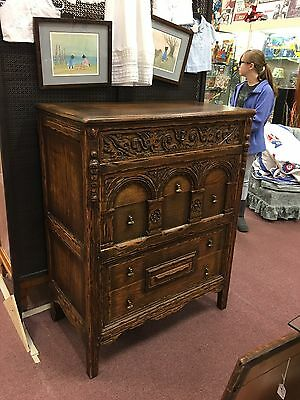 Ornate Antique Oak Dresser Carved Gothic Style Amazing!! 5 Drawers