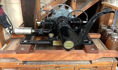 ANTIQUE MAYTAG MODEL 72-D TWIN CYLNDER ENGINE Hit And Miss Motor RUNS!