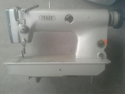Industrial Sewing Machine Pfaff 483  Light Leather w/roller foot