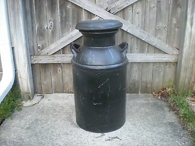 """Antique 10 Gallon Metal Milk Can with Lid- """"Russell Dairy, Carbondale,Pa."""" 1938"""