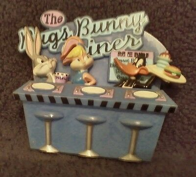 Looney Tunes Diner Magnet with BUGS BUNNY Waiter Warner Bros.