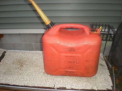 Wedco 5 gallon gas can w/ Spout and Vented