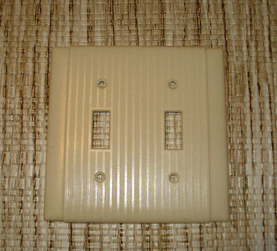 VINTAGE BRYANT UNILINE BAKELITE IVORY RIBBED Double Light Switch COVER PLATE..