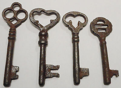 Antique Vintage Skeleton Keys REPRODUCTION SteamPunk Jewelry {Lot of 4}  ><>