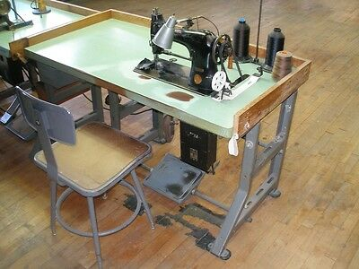 Vintage Singer 44-90 Sewing Machine With Table & Chair