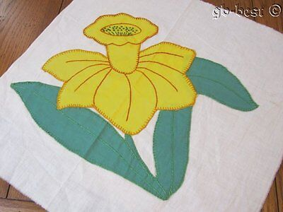 Spring Cottage c 1930s Yellow daffodil APPLIQUE Vintage Quilt Block FRAME