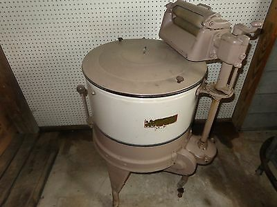 antique maytag wringer washer with hit & miss engine