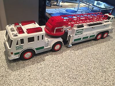 2000 Hess Gasoline Ladder Fire Truck Engine