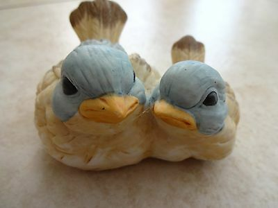 UCGC Old VTG Taiwan adorable bird figurine, bluebirds? Mint condition, Mom/chick