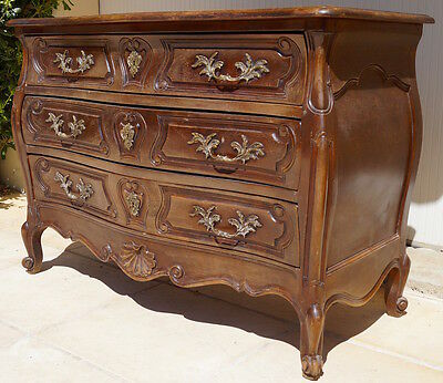 An Antique French Louis XV Serpentine Commode / Chest of Drawers
