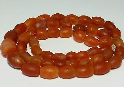 A RARE STRAND OF ANCIENT CARNELIAN / AGATE BEADS (47cm)