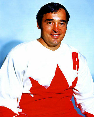 Frank Mahovlich team Canada 1972 Unsigned 8x10 Photo
