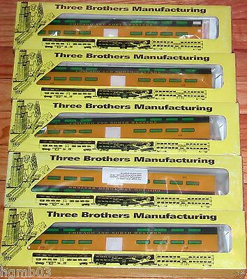Three Brothers Manufacturing Chicago North Western Commuter Set 1 Cab, 4 Coaches