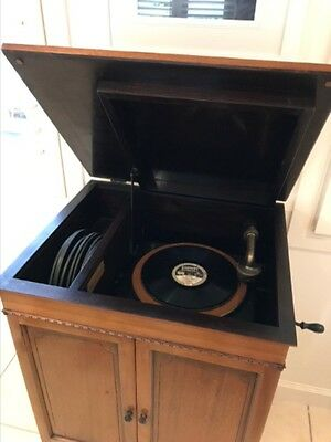 Antique record player (Edison)