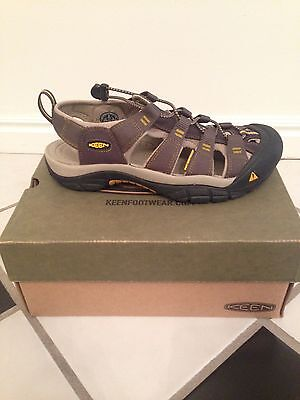 New in box men's Keen shoes size 9