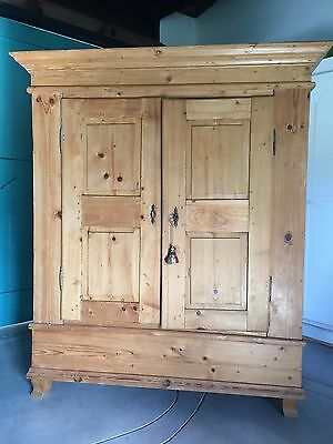 Antique wardrobe / armoire in original condition from around 1730 & easy to ship