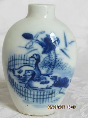 Antique Chinese Qing Dynasty Blue White Porcelain Snuff Bottle