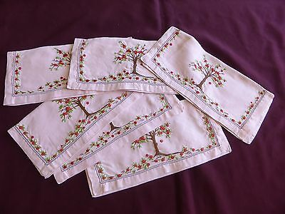 Lot de 6 PORTE-SERVIETTES, brodés, anciens.
