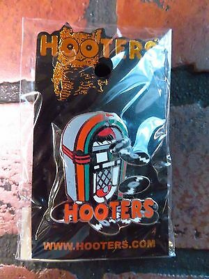 HOOTERS Jukebox Pin Button Restaurant Vinyl Records NEW