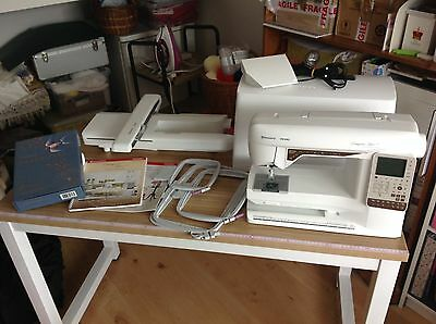 Husqvarna Viking Designer Topaz 25 Sewing/Embroidery Machine
