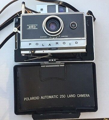 Vintage 1967 Polaroid Automatic 250 Land Camera with case + accessories / flash