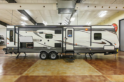New 2017 30RLIS Rear Living Room Travel Trailer Outdoor Kitchen Never Used