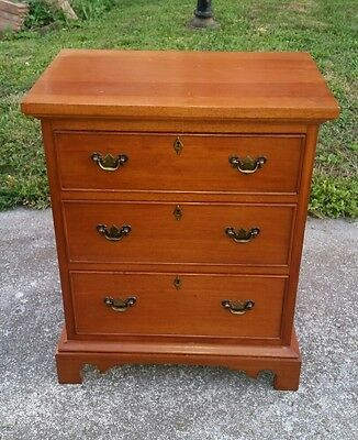 CRAFTIQUE Solid Mahogany Bedside Chest Nightstand 3 drawer Mary Washington