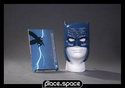 Batman Dark Knight Returns Book & Mask Set - Graphic Novel