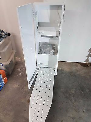 Robinhood Ironing Centre IC300